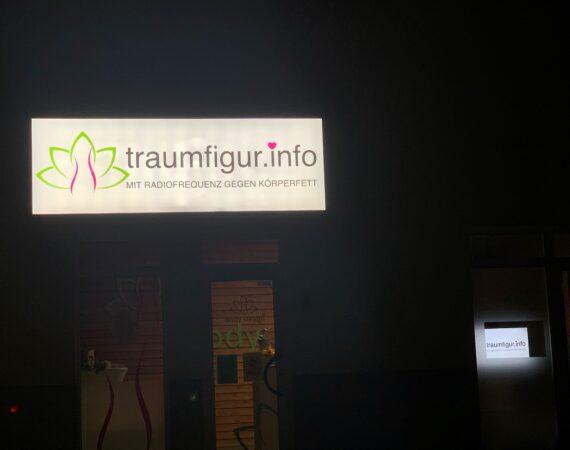 Traumfigur // Leuchtschild