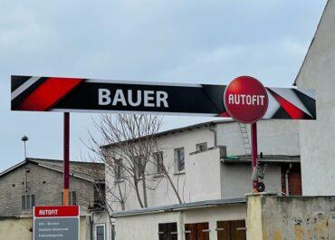 Eingangsschild // Auto Fit Bauer